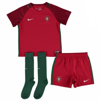 Nike National Team Euro 2016 Portugal (H) Little Boys Kit 724580-687